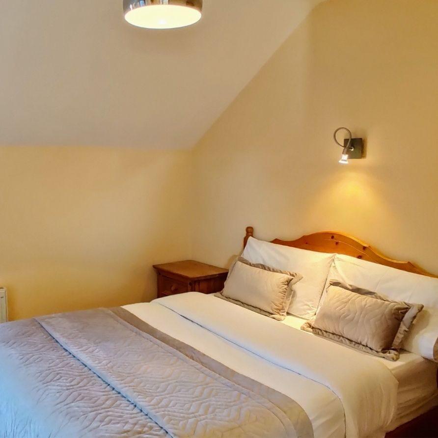 Double Room with En-Suite & Courtyard View