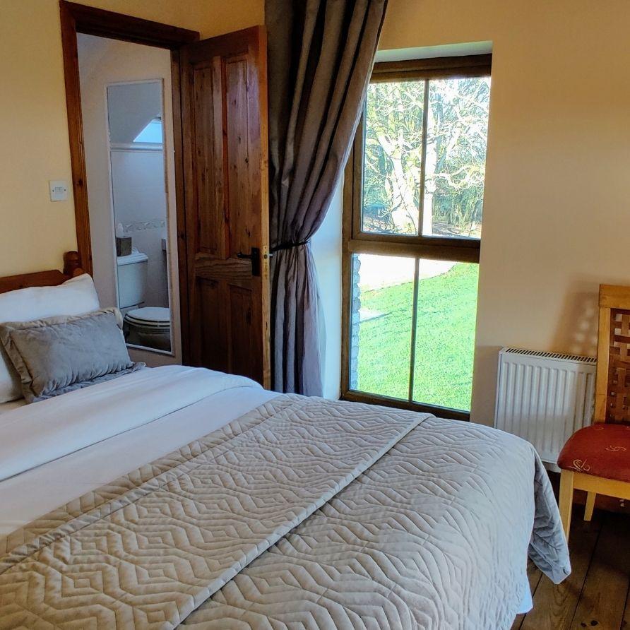 Double Room with En-Suite & Garden View