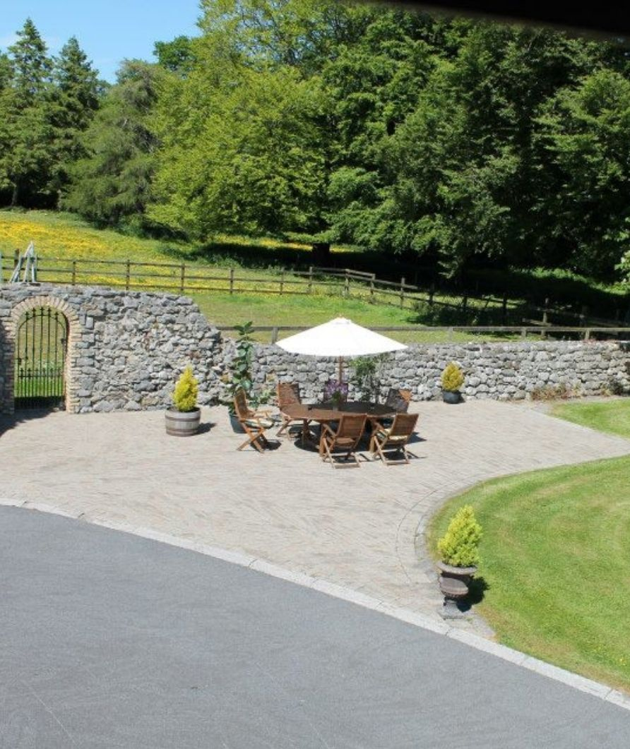 Moynure House - Dining Outside